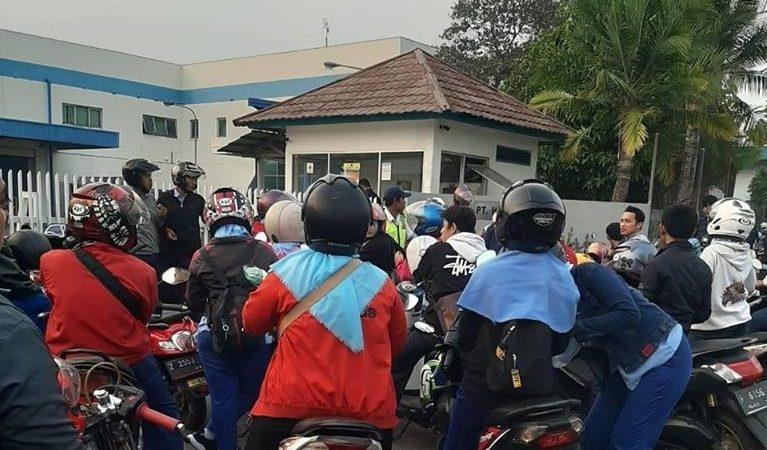 NSK's Supplier Workers Go on Strike Demanding Sectoral Minimum Wage and Regular Employment