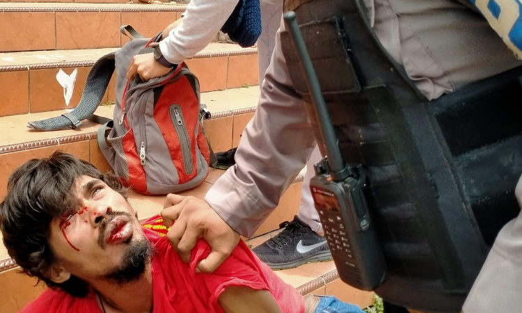 Aksi Tolak Omnibus Law di Ternate Digebuk Polisi